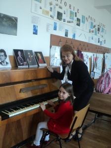 Mioara Barsan la ora de pian