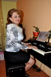 Mioara Barsan la pianina