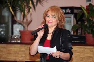 Mioara Barsan - Spechi - prezentare - istoric - videoclip - filmare - difuzare - captura - TV - emisiune - SEFA - Mioara - REGINA - BARSAN - contact - telefon - site - iasi - oras - castel - femeie - floare - folclor - print