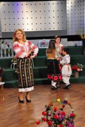 Mioara Barsan alaturi de Grupul Folcloric CRAITELE