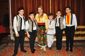 Mioara Barsan si Grupul Folcloric Stejarei