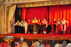 Mioara Barsan si Marina Corduneanu alaturi de Grupul FLORI DE DOR (Craitele)